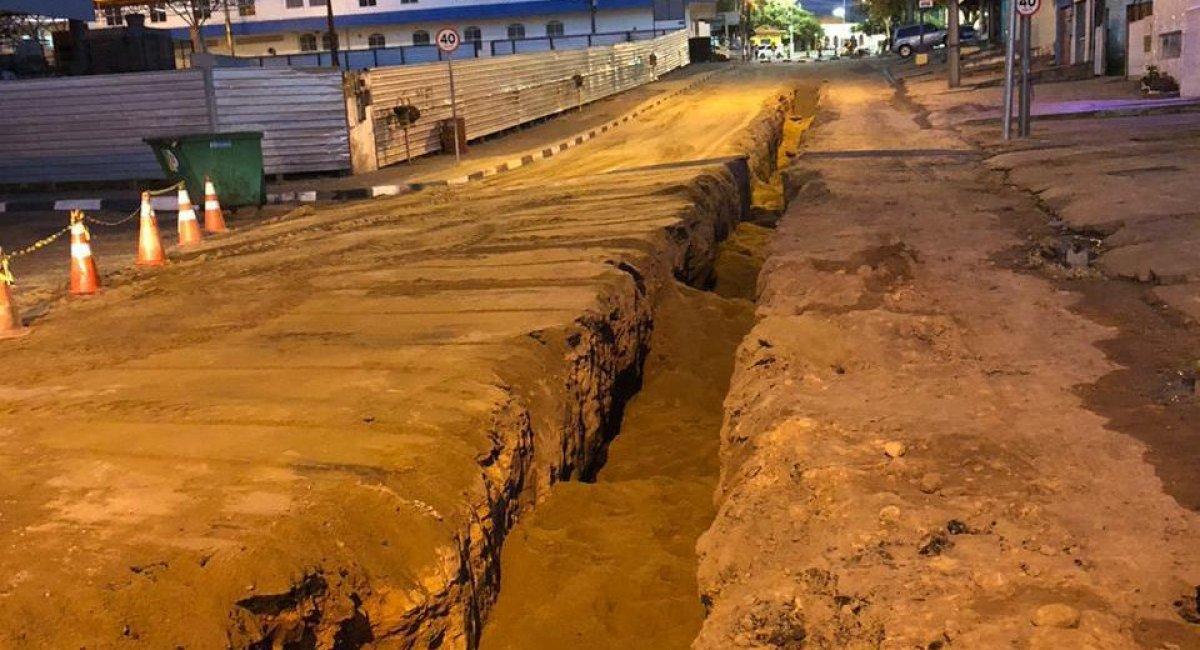 Intervenção nas vias urbanas é necessária para manutenção da rede de esgoto e de distribuição de água