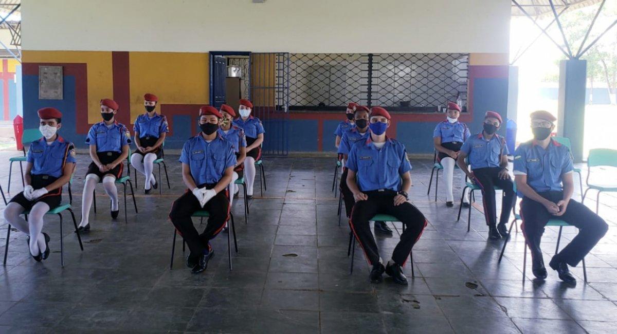 RECONHECIMENTO | CEM Maria de Lourdes Neves homenageia estudantes que se destacaram no ensino remoto