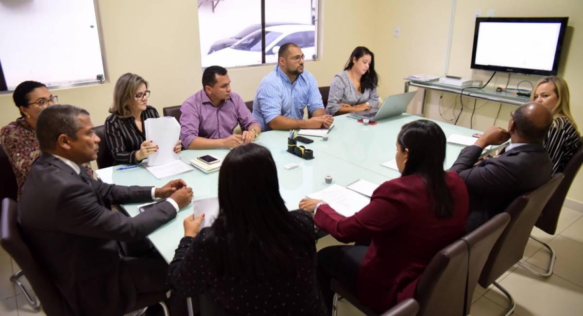 APROXIMAÇÃO | Embaixador da Guyana participa de reunião com representantes da Sesau