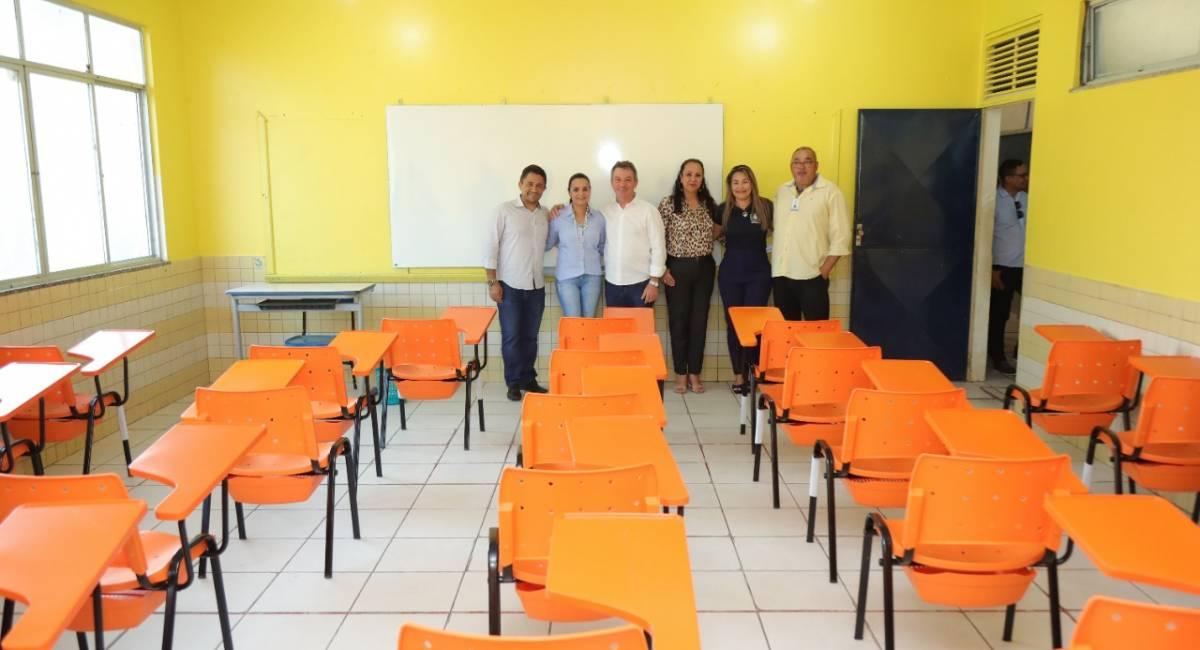 NOVOS MOBILIÁRIOS | Escolas de Ensino Médio em Tempo Integral de Boa Vista recebem novas carteiras para o início do ano letivo 2020