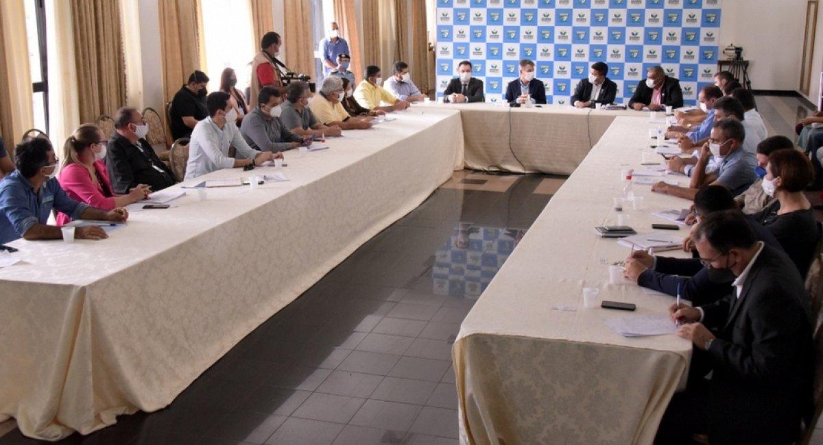 TRABALHO CONJUNTO   Governo e prefeituras de 14 municípios discutem enfrentamento à COVID-19