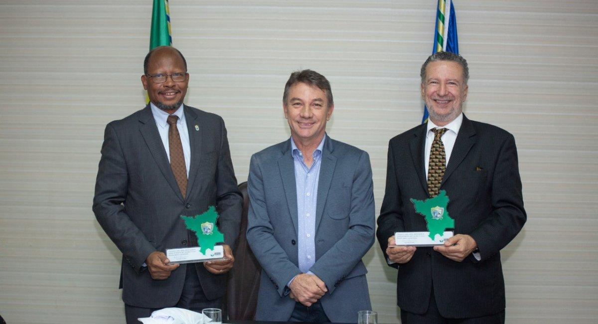 Embaixadores da Guiana e Brasil visitam Roraima e discutem melhorias para os dois países