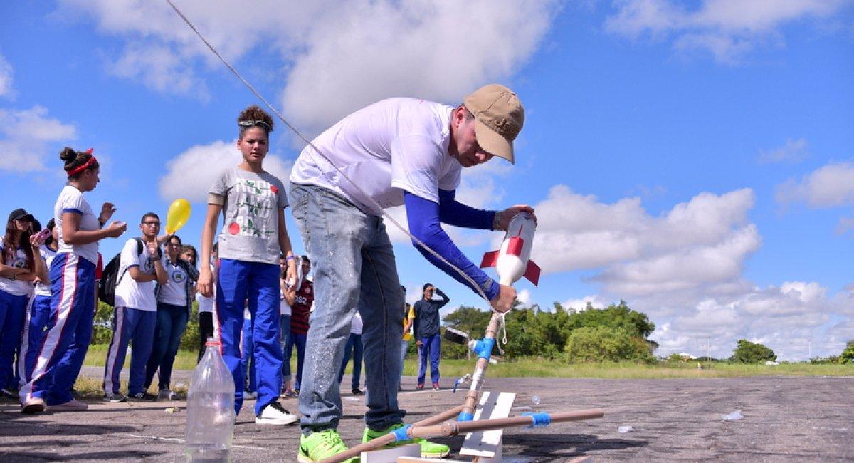 CIÊNCIA NA PRÁTICA | Cerca de mil estudantes participaram neste sábado de competição de lançamento de foguetes