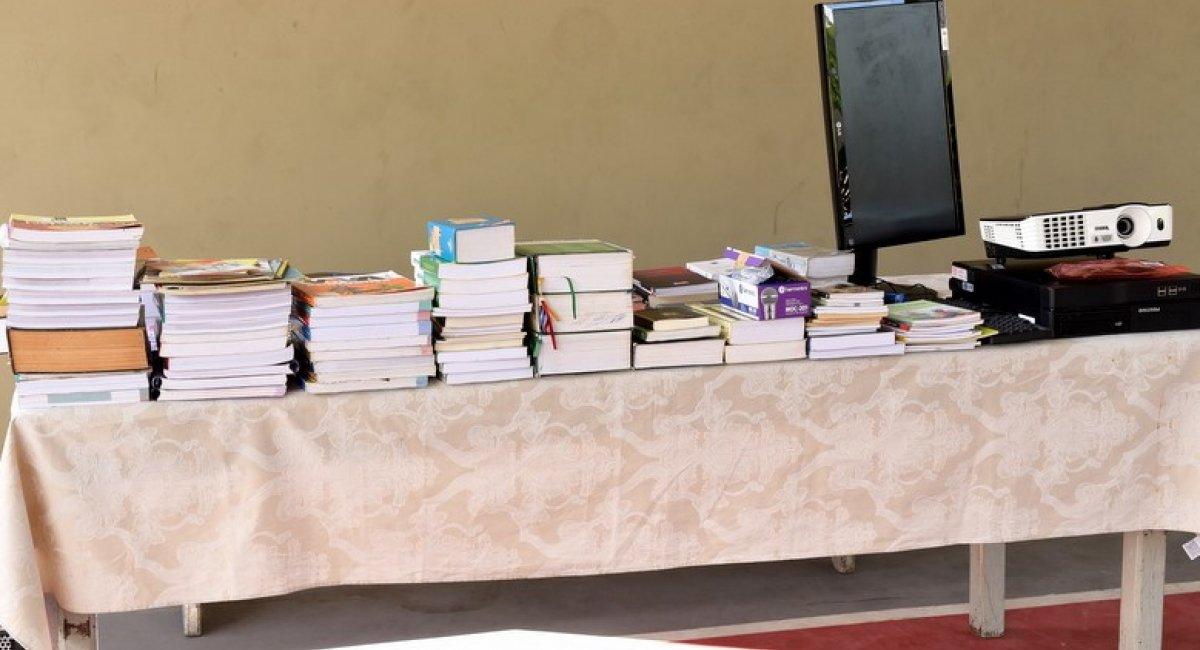 Escola Lobo D'Almada recebe doação de livros do Tribunal de Justiça