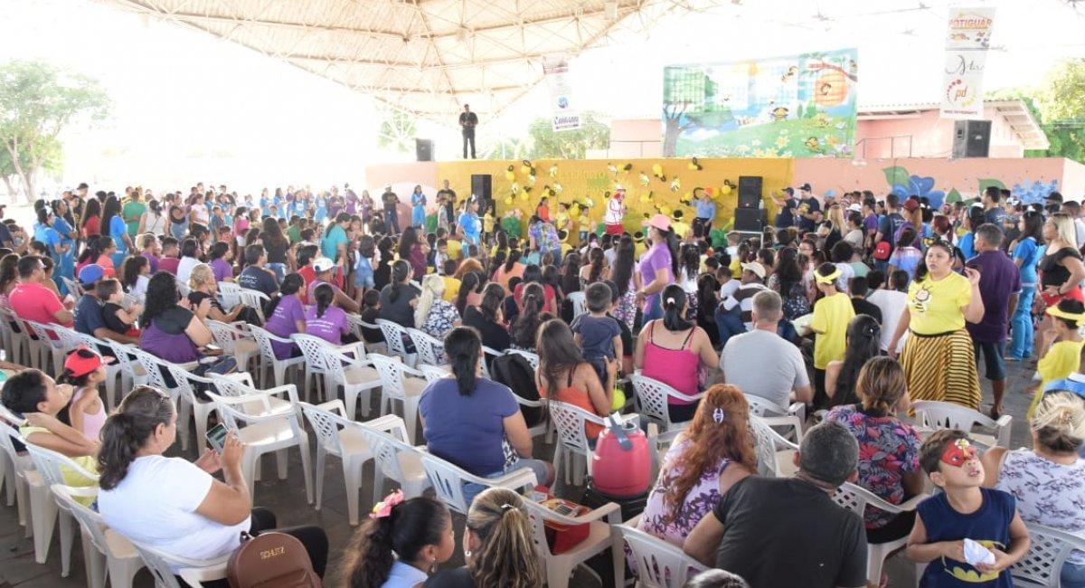 DIA DAS CRIANÇAS | Recreação, esporte e distribuição de presentes alegram criançada no Parque Anauá