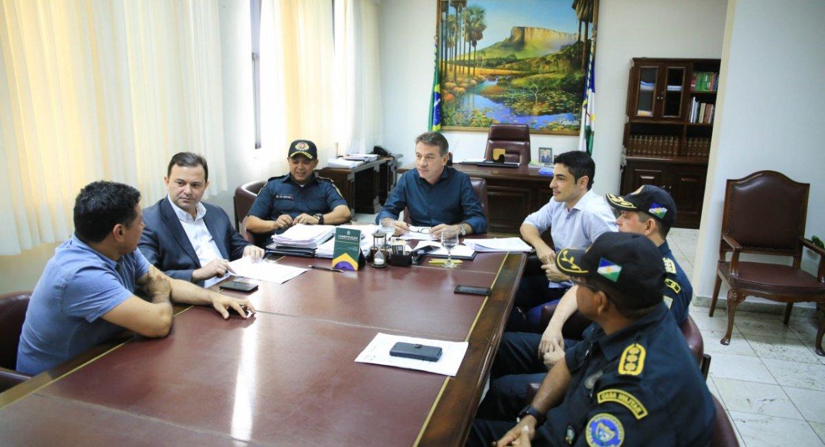 GOVERNADOR ASSINA DECRETO | Que garante próximas fases do concurso da Polícia Militar