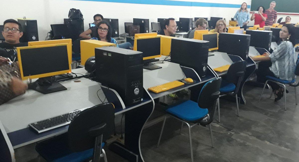 Seed promove oficina para dinamizar atendimento nos laboratórios de informática das escolas