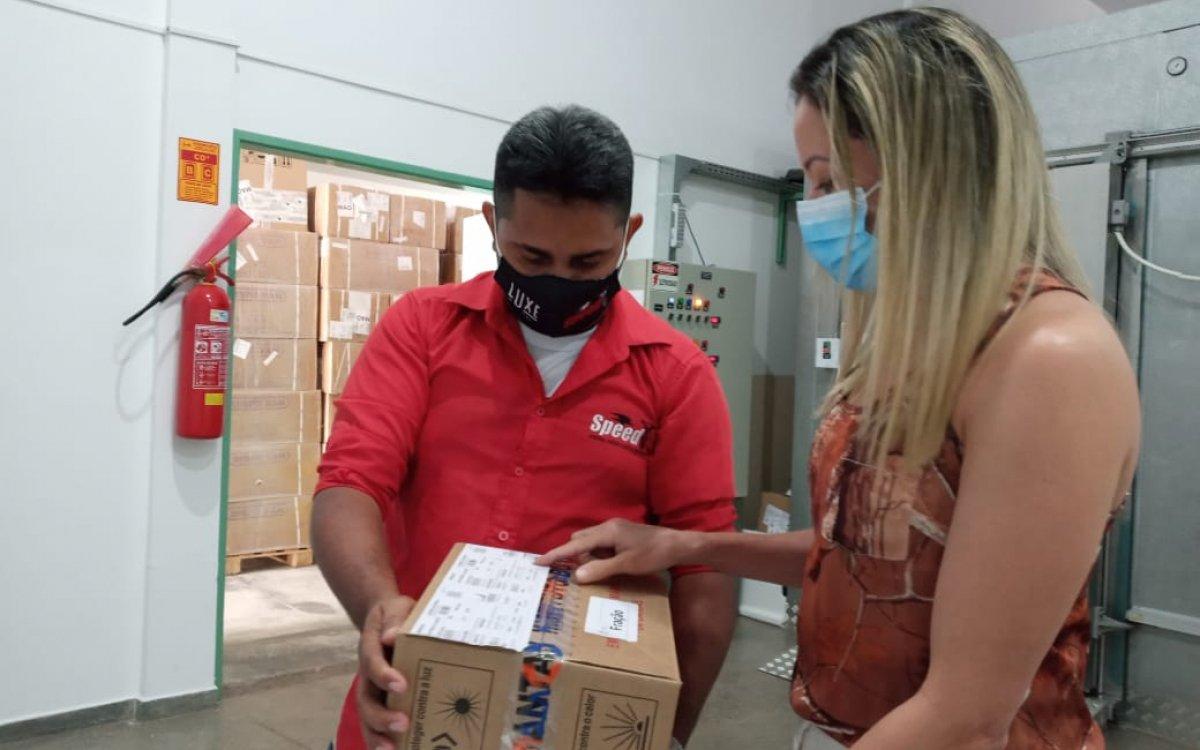 GUERRA CONTRA A COVID | Roraima recebe mais um lote com 2.300 vacinas para reforçar imunização contra a covid-19